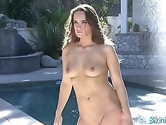 Marcelle shows off their way curvy body
