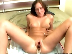 Amateur babe gets her pussy walk-up