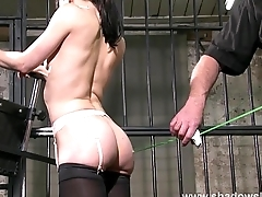 Peeve decoration of slave Elise Graves in stimulate of edge play session in Europea