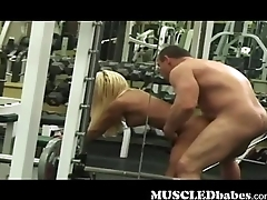 Muscled blondie banged