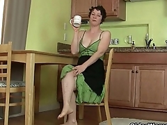 Naughty housewives Artemisia and Lacy need getting off