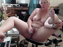 Meet Michigan blonde curvy ancient MILF Pandora